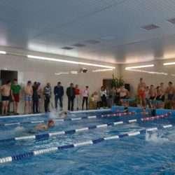 Золотодобытчики соревновались в бассейне