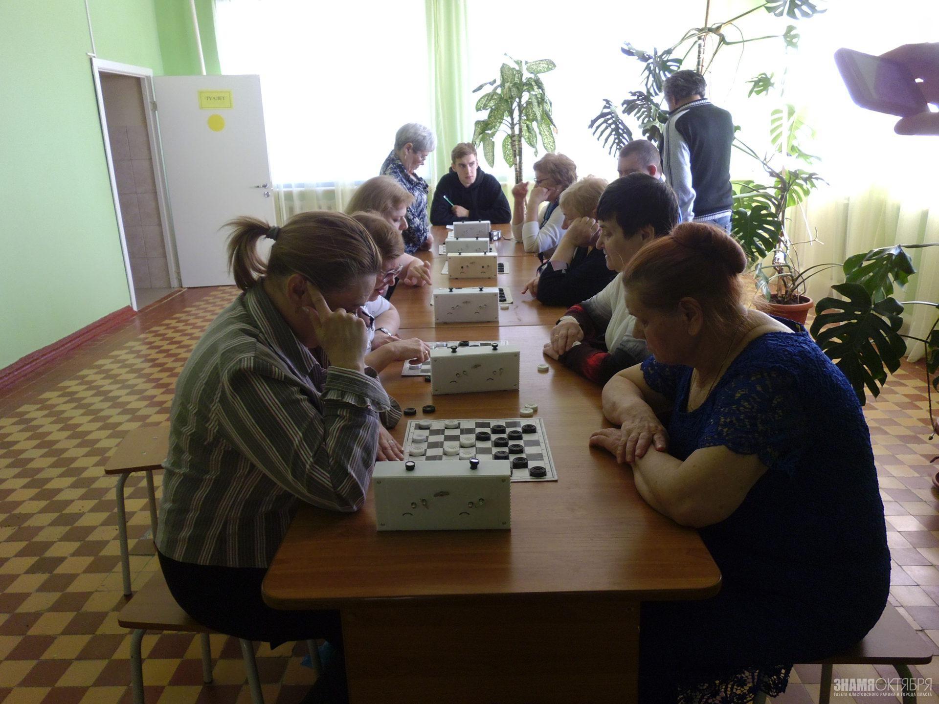 Турнир по шашкам среди людей с ограниченными физическими возможностями здоровья.