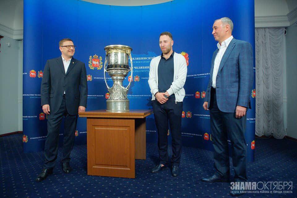 Встреча главы Челябинской области А. Л. Текслера с обладателем Кубка Гагарина Никитой Нестеровым.