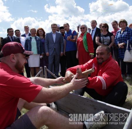 Алексей Текслер посетил областной Сабантуй