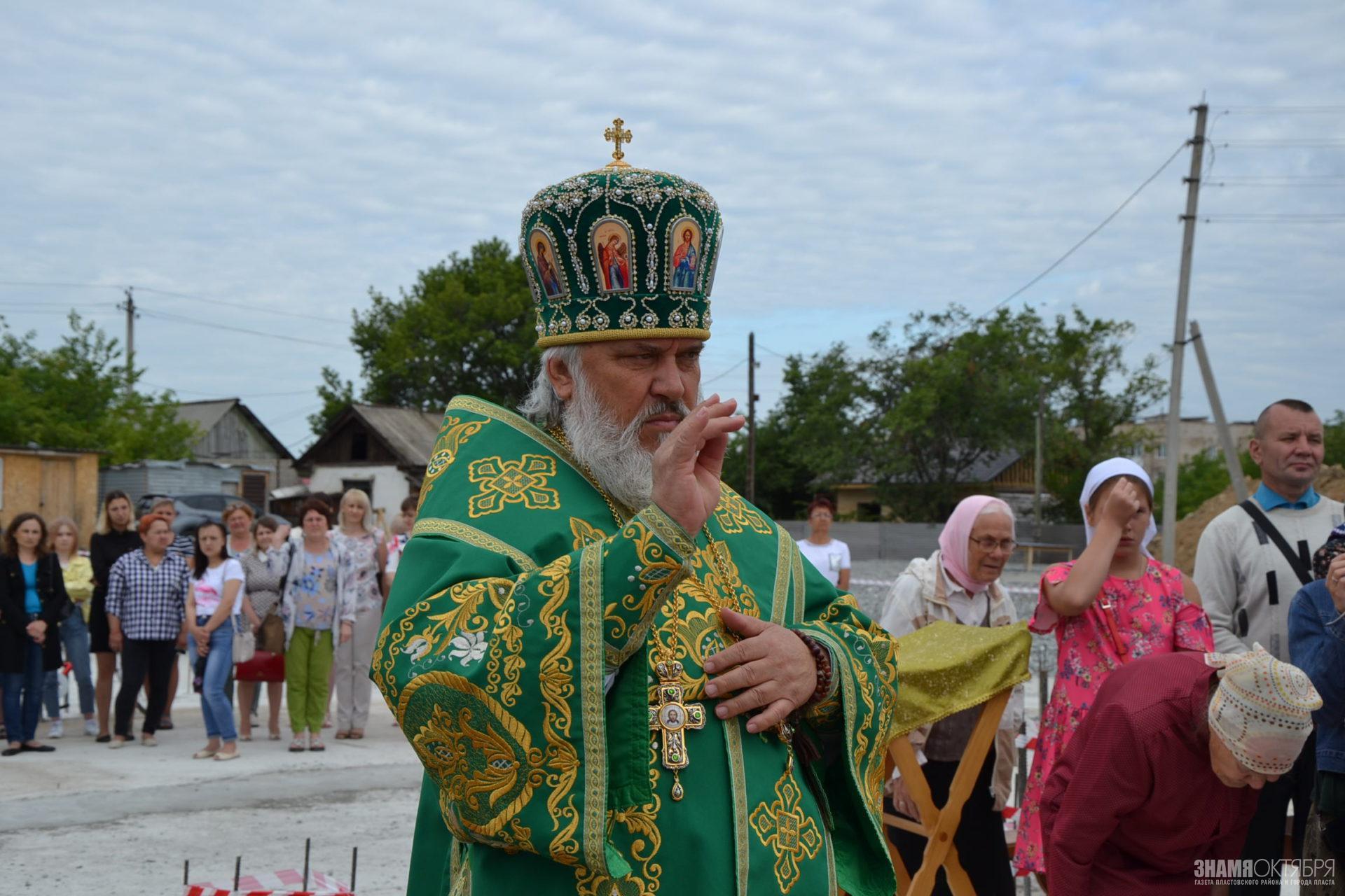 Первая Божественная Литургия в строящемся храме Святой Великомученицы Варвары г. Пласта.