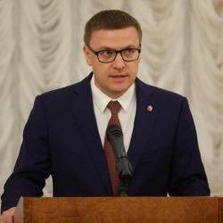 Алексей Текслер вручает государственные награды металлургам.