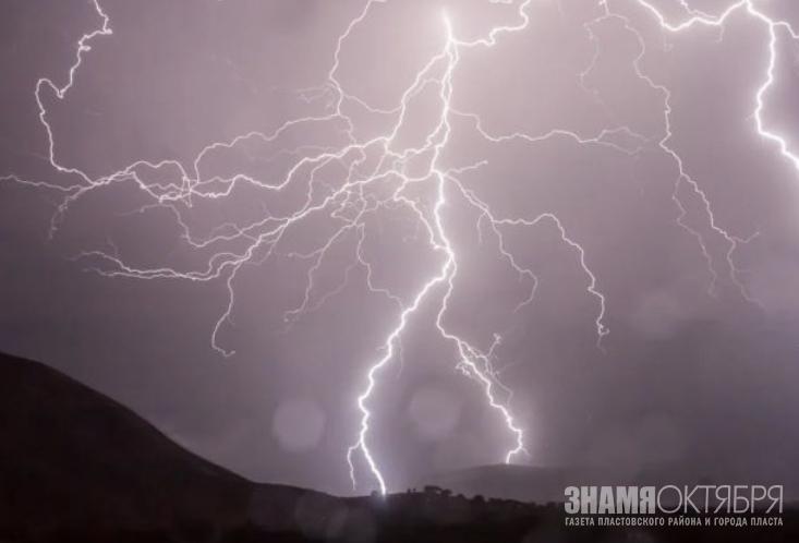 В Челябинской области пастух погиб от удара молнии.