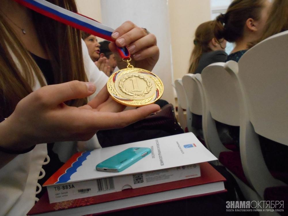 Наставники победителей и призеров олимпиад школьников впервые получат стимулирующие выплаты