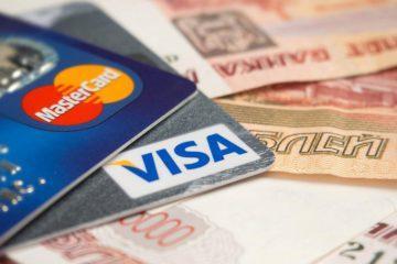 Эксперт рассказал, в каких случаях банки имеют право списывать деньги с карт