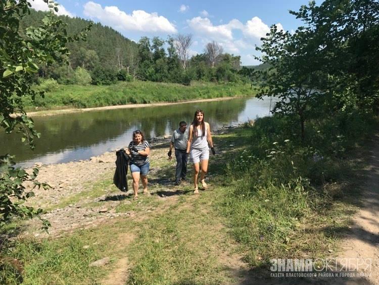 Журналисты команды экошколы сплавились по горной реке Ай и убрали мусор на стоянке «диких» туристов